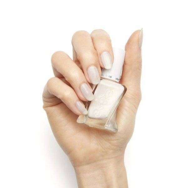 502 Lace-Is-More - nail colors ESSIE Gel Couture ESSIE 17,50 €