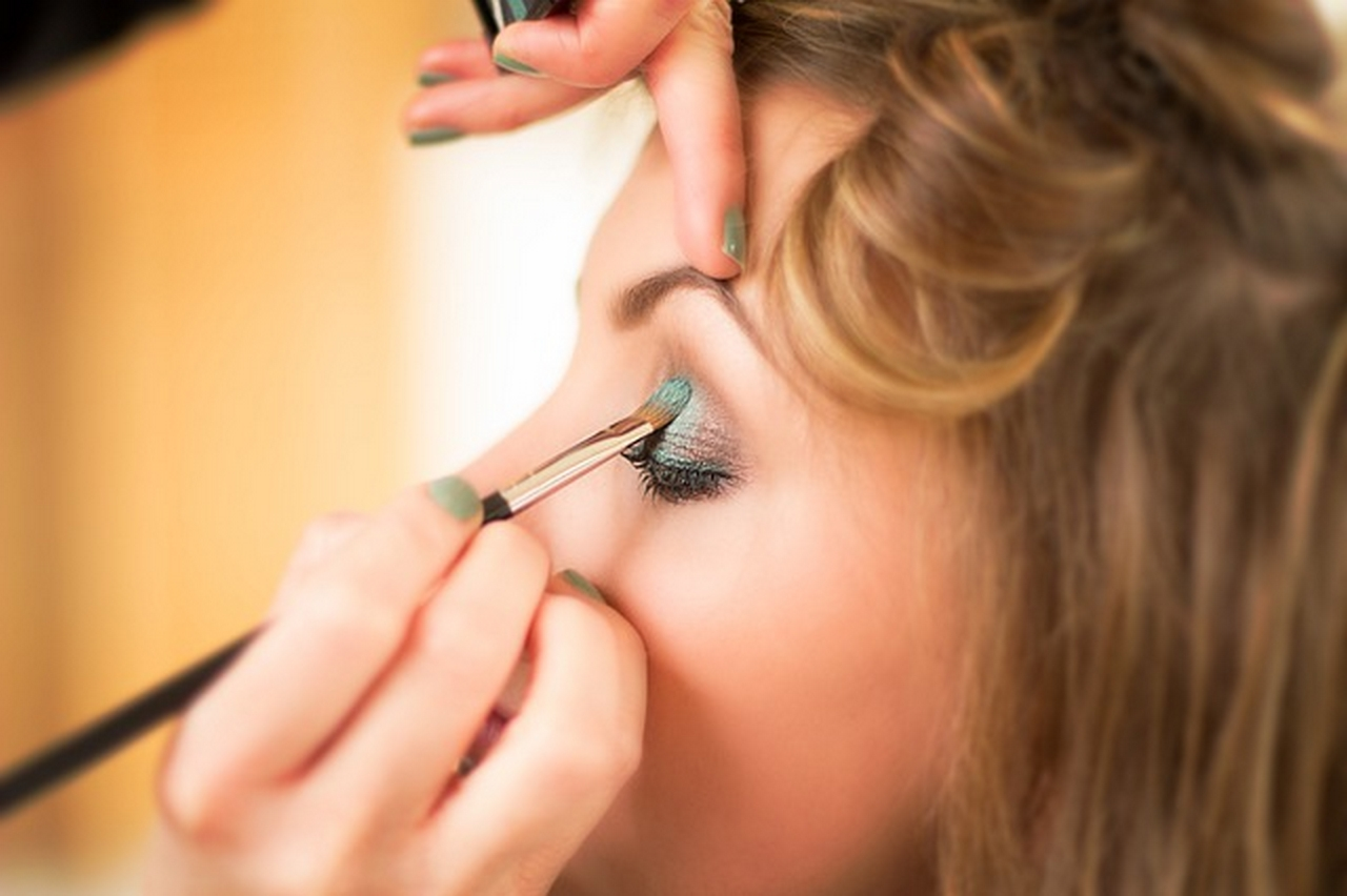 Apply your eyeshadow with a brush