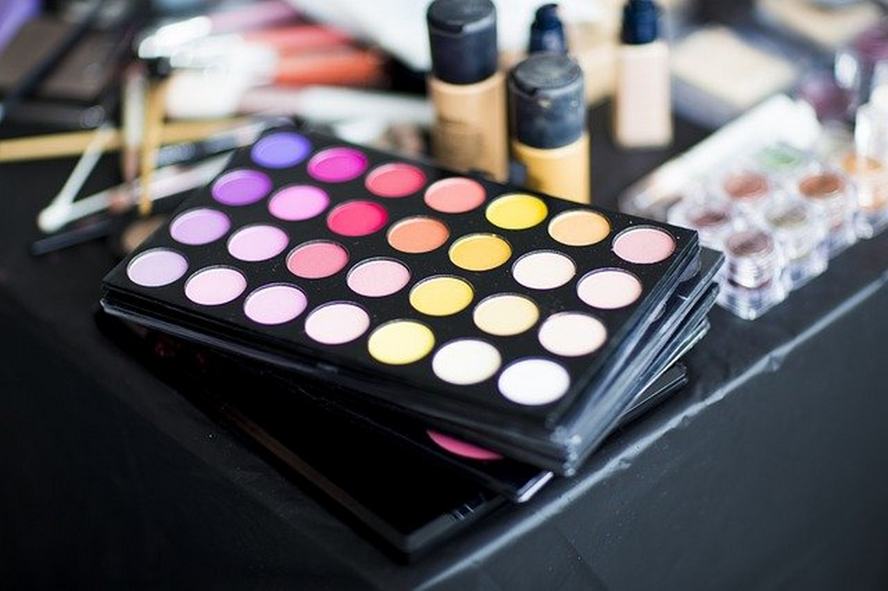 Choose the right eye shadow color